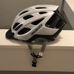 Never worn adult cycling helmet